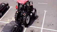 时髦!城里姑娘开拖拉机上班,停车太霸道了! - 腾讯视频