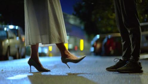 女生脚的姿势是在暗示你,7个细节判断她是否喜欢你