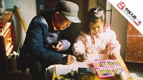 经历饥荒、文革,曾打工、种田,父亲画出中国农村的缩影