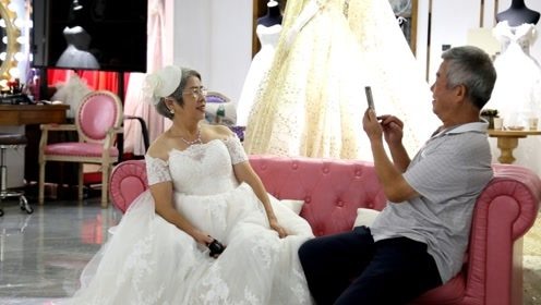 结婚30年第一次穿婚纱,七夕最虐狗的竟然是这对老夫妻