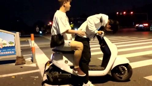 """喝醉的大学生当街就能""""蹦迪"""",电动车到底做错了什么?"""