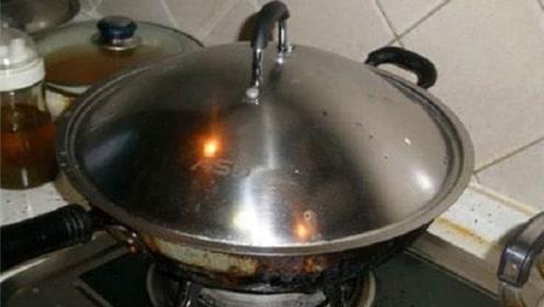 锅盖油污太脏不用愁,教你不用一滴洗涤剂,3分钟锅盖焕然一新