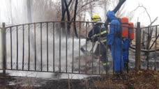 管道破裂天燃气泄漏起火 吐鲁番消防紧急排险