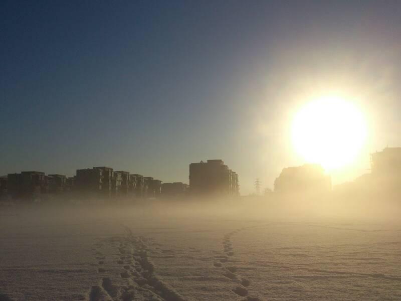 俄们学校的操场,在晨辉的映照下,真的很漂亮
