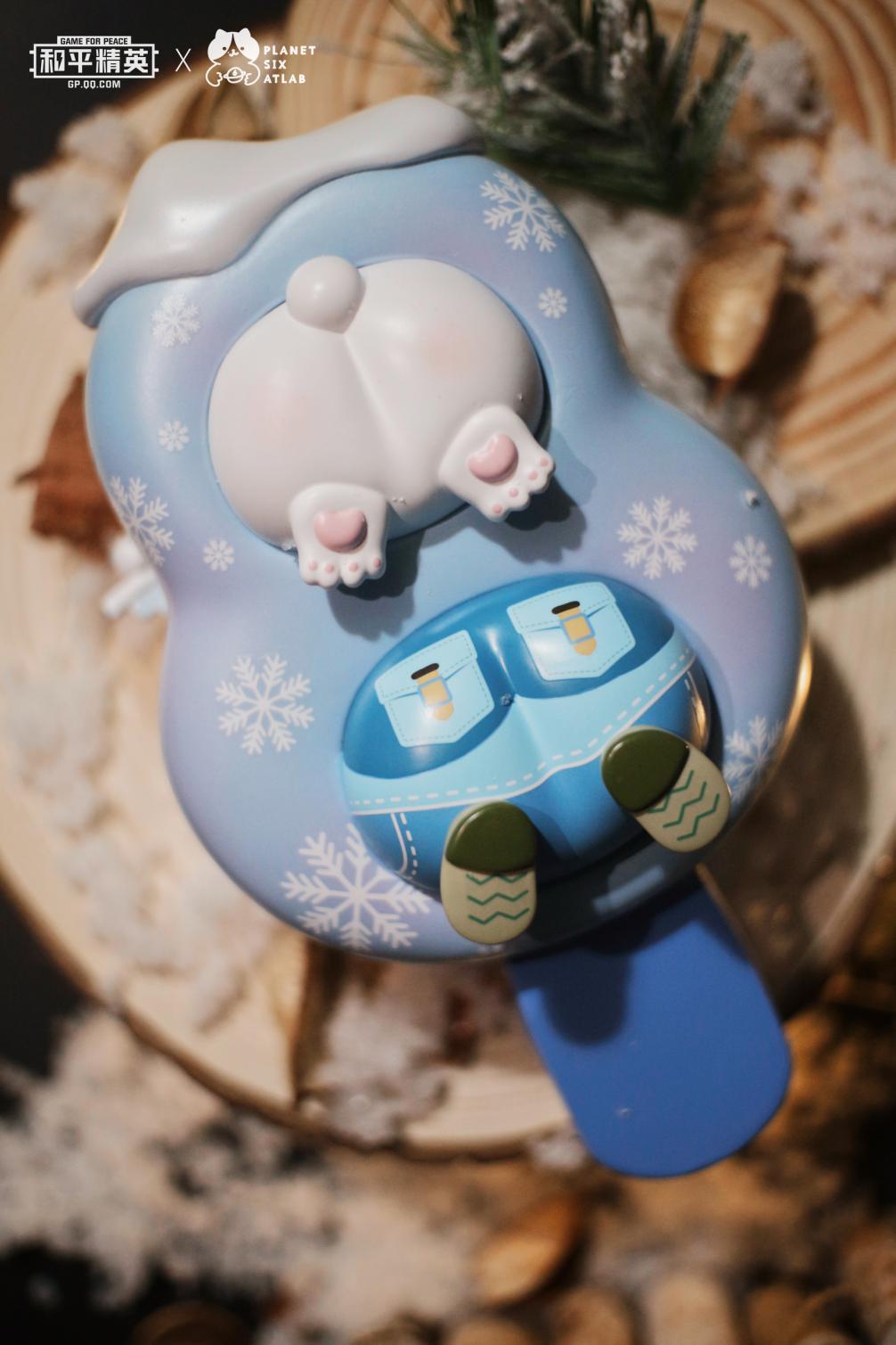"""萌动冰雪,玩成一圈!《和平精英》联动""""六号星球""""首款冰雪限定潮玩正式面世"""