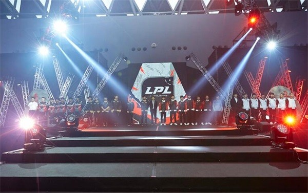 绝境逢生!LPL洲际赛展现团结之力
