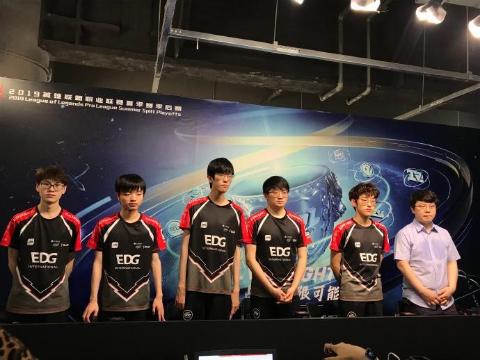 EDG群访:第一局输了就当热手 打败BLG的关键在中上野