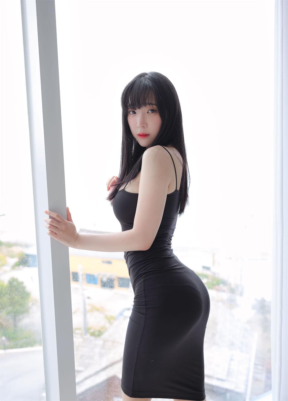 黑色紧身裙-极速屋