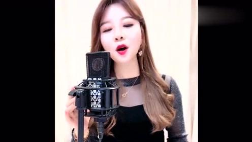 就让我爱你吧dj_姑娘唱一首《就让我爱你》,dj版很欢快,节奏感极强!