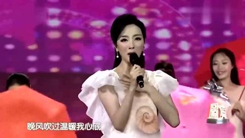 欲霸色思思色_李思思演唱经典歌曲《粉红色的回忆》,嗓音比蜜糖还甜!