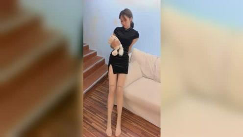 姨的丝脚小�_要是没看到膝盖上的字母,都不知道小姐姐穿了丝袜